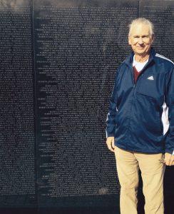 Kent at the Vietnam wall